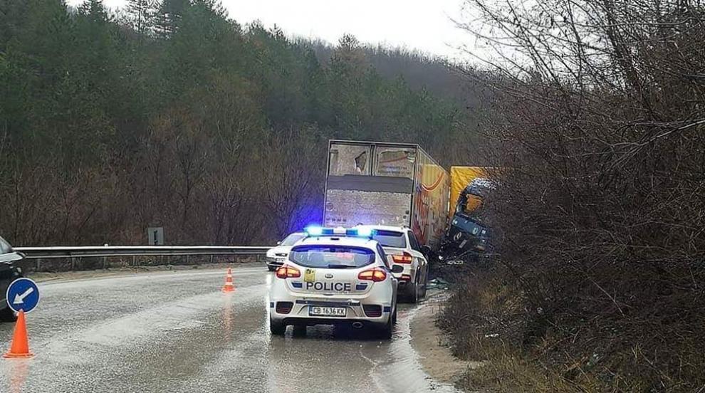 Мъж загина в тежка катастрофа на пътя Луковит - Ябланица