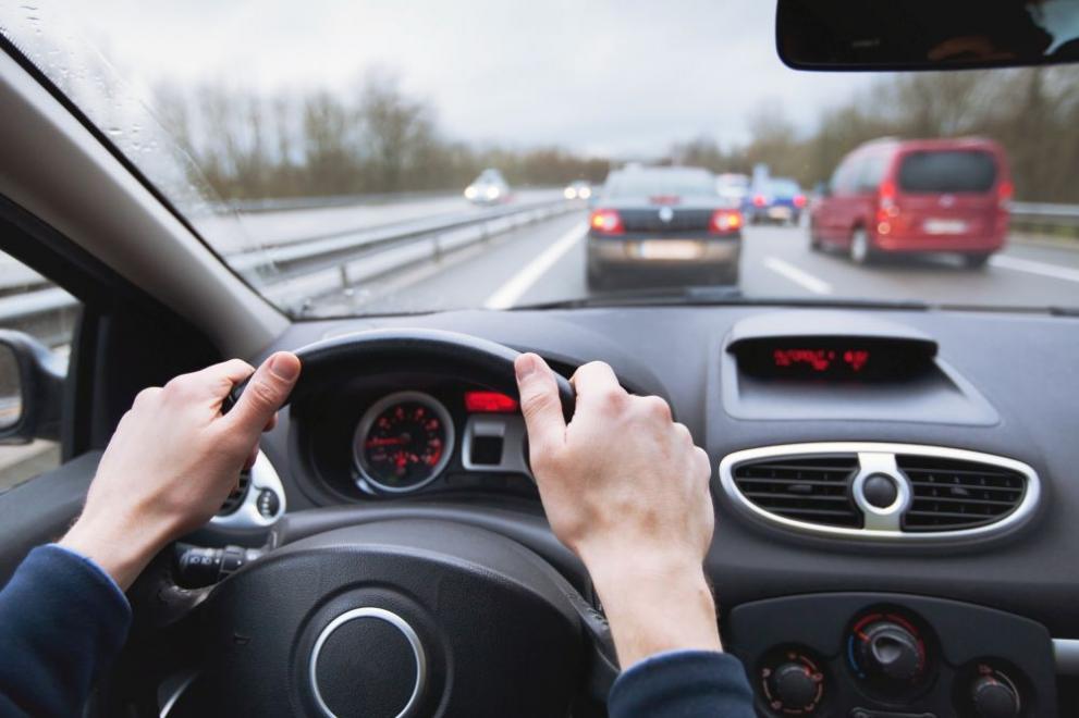 шофьор кола магистрала мъж