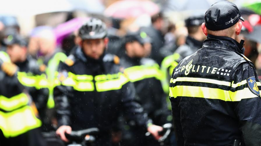 Стрелба в Амстердам, полицията застреля въоръжен