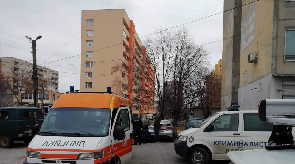 Откриха труп на мъж до чужд автомобил с отворена врата в Кюстендил