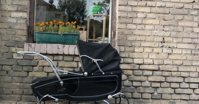 Полицията арестува жена, бутаща детска количка с тежък товар от