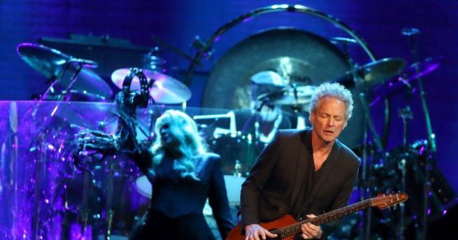 Снимка: Бившият китарист на Fleetwood Mac Линдзи Бъкингам е с увредени гласни струни