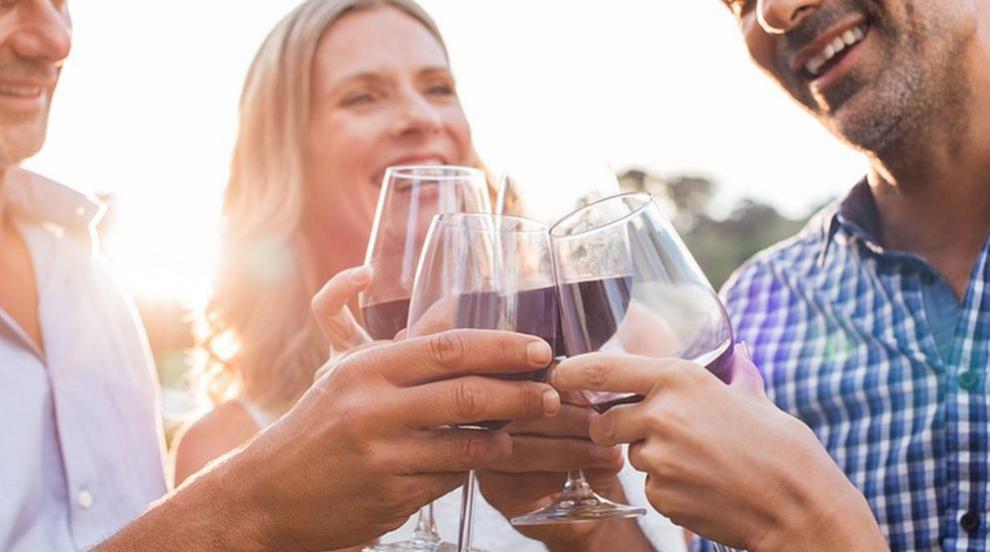 Няма да забраняват алкохола на изборите заради баловете