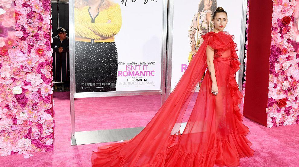 Любов по холивудски: Майли Сайръс замести Лиъм Хемсуърт на премиера в Ел Ей...