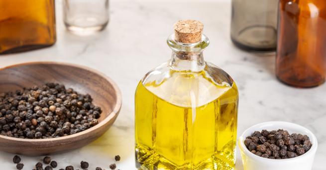 Снимка: Всичко, което трябва да знаем за маслото от черен пипер