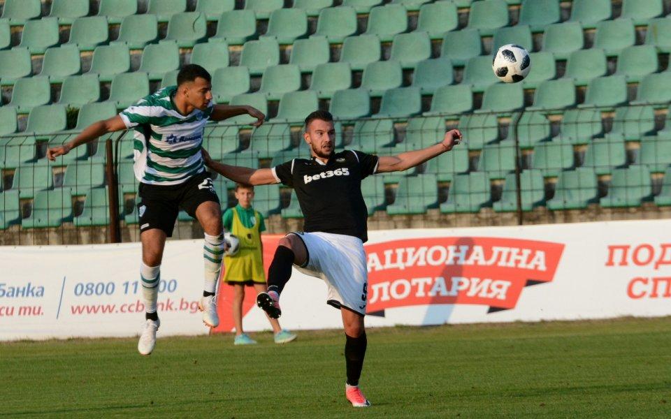 Локомотив (Пловдив) има интерес към алжиреца Уалид Арджи, който играя