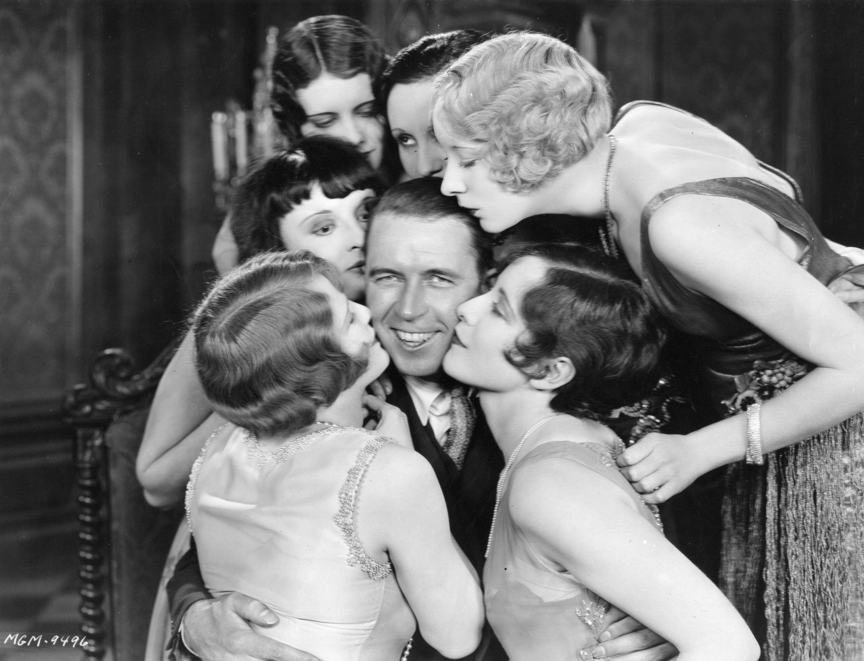 Проучвания показват тенденция при мъжете, които биват целувани всяка сутрин преди работа от жените си, да живеят средно с пет години по-дълго.