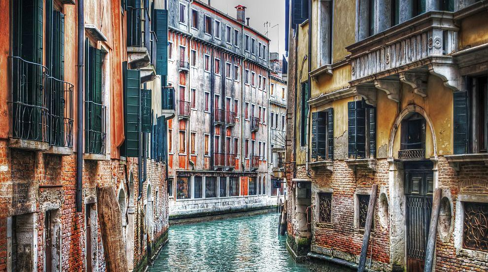 Хиляди туристи се събраха за откриването на карнавала във Венеция (ВИДЕО)