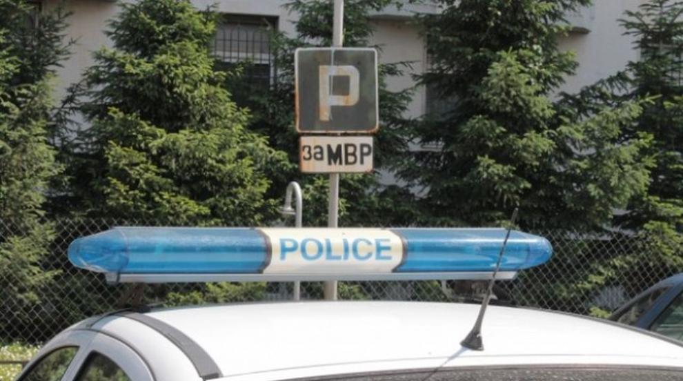 Бетонен къс смачка кола в София (СНИМКИ)