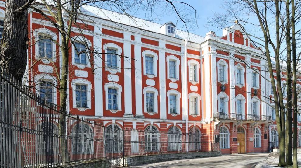 Срути се част от сграда на университетa в Санкт Петербург (СНИМКИ/ВИДЕО)