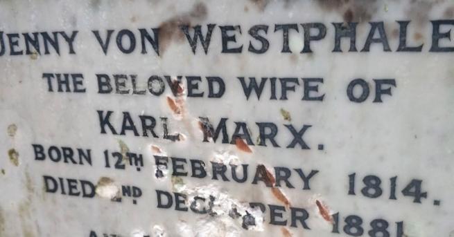 Паметникът на гроба на Карл Маркс в Северен Лондон, където