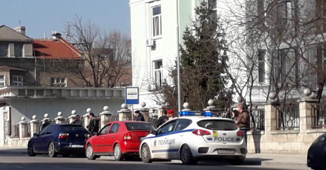 Снимка: Полицейски автомобил попадна във верижна катастрофа заради пешеходец