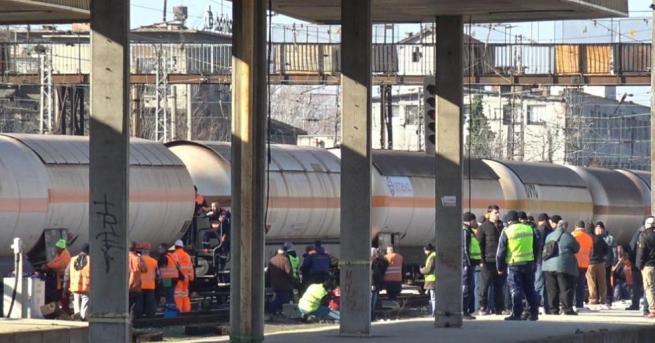 Снимка: Разследват причината за дерайлирането на товарния влак в Пловдив