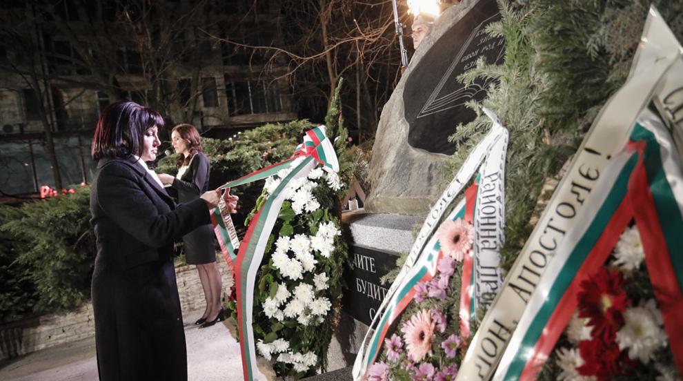 Караянчева: За българите Левски е мерило за нравственост