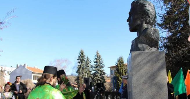 Снимка: Откриха паметник на Васил Левски в Брезник
