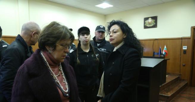 Снимка: Евгения Банева остава в ареста