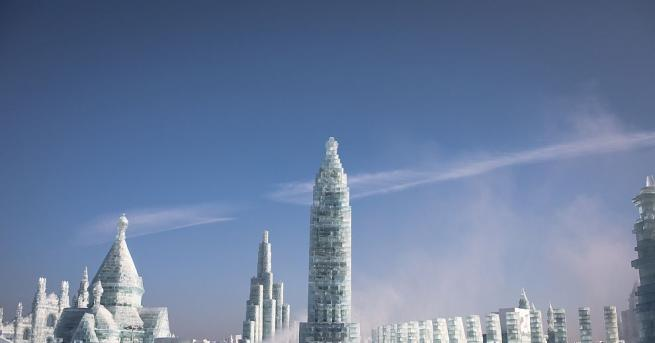 Снежните и ледени фигури, изваяни от близо 10 000 творци