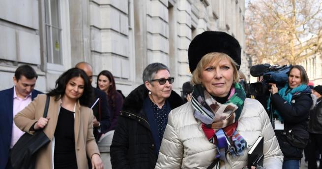 Снимка: Трима депутати напускат Консервативната партия на Тереза Мей