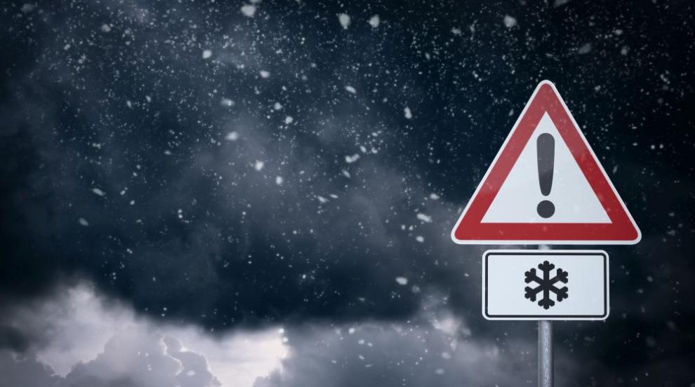 Зимата ни връхлита отново с вятър, студ и сняг - кога се връща хубавото време?