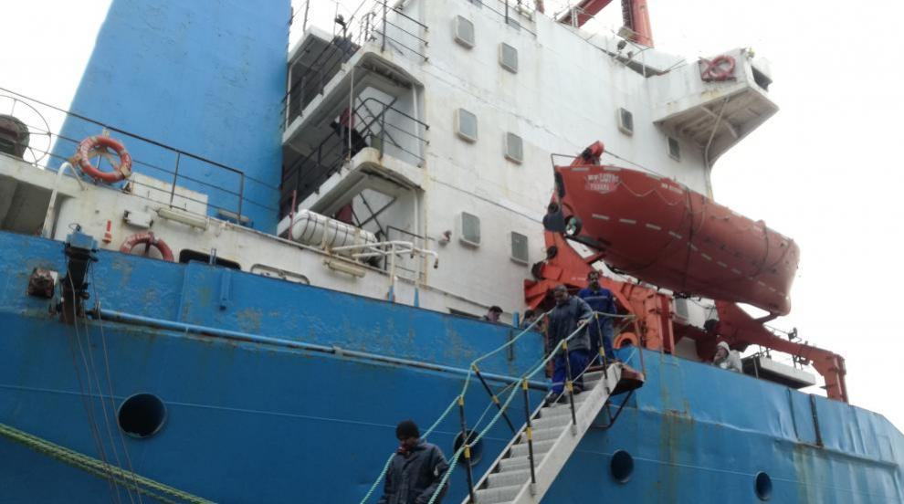 Арестуван кораб горя в Пристанище Бургас
