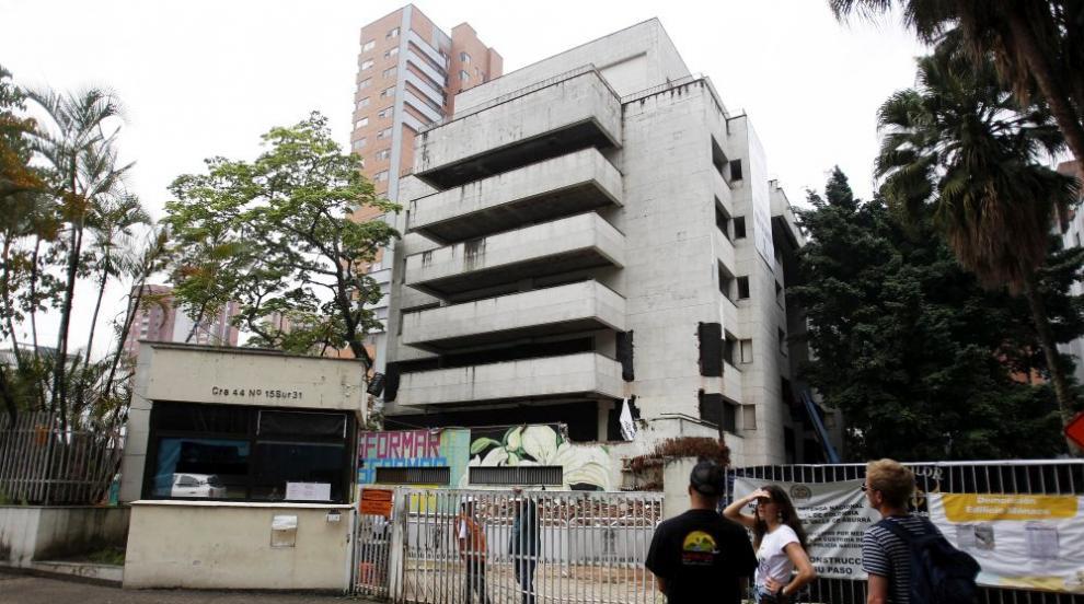 Разрушиха дома на Пабло Ескобар край Меделин (ВИДЕО)