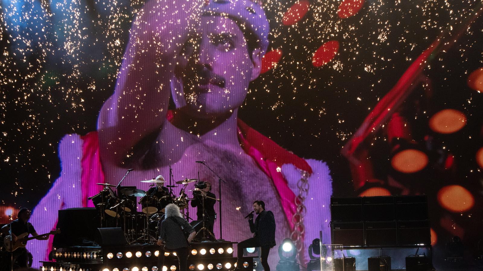 """Групата """"Куин"""" и вокалистът Адам Ламбърт свириха на церемонията по връчването на наградите """"Оскар"""""""