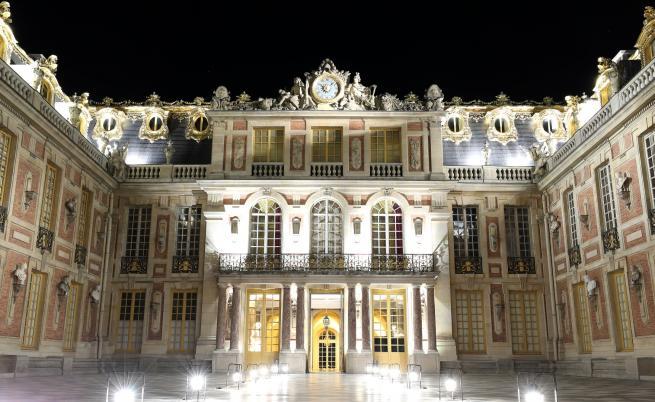 Версайският дворец чака пратка, закъсняла с над 3 века