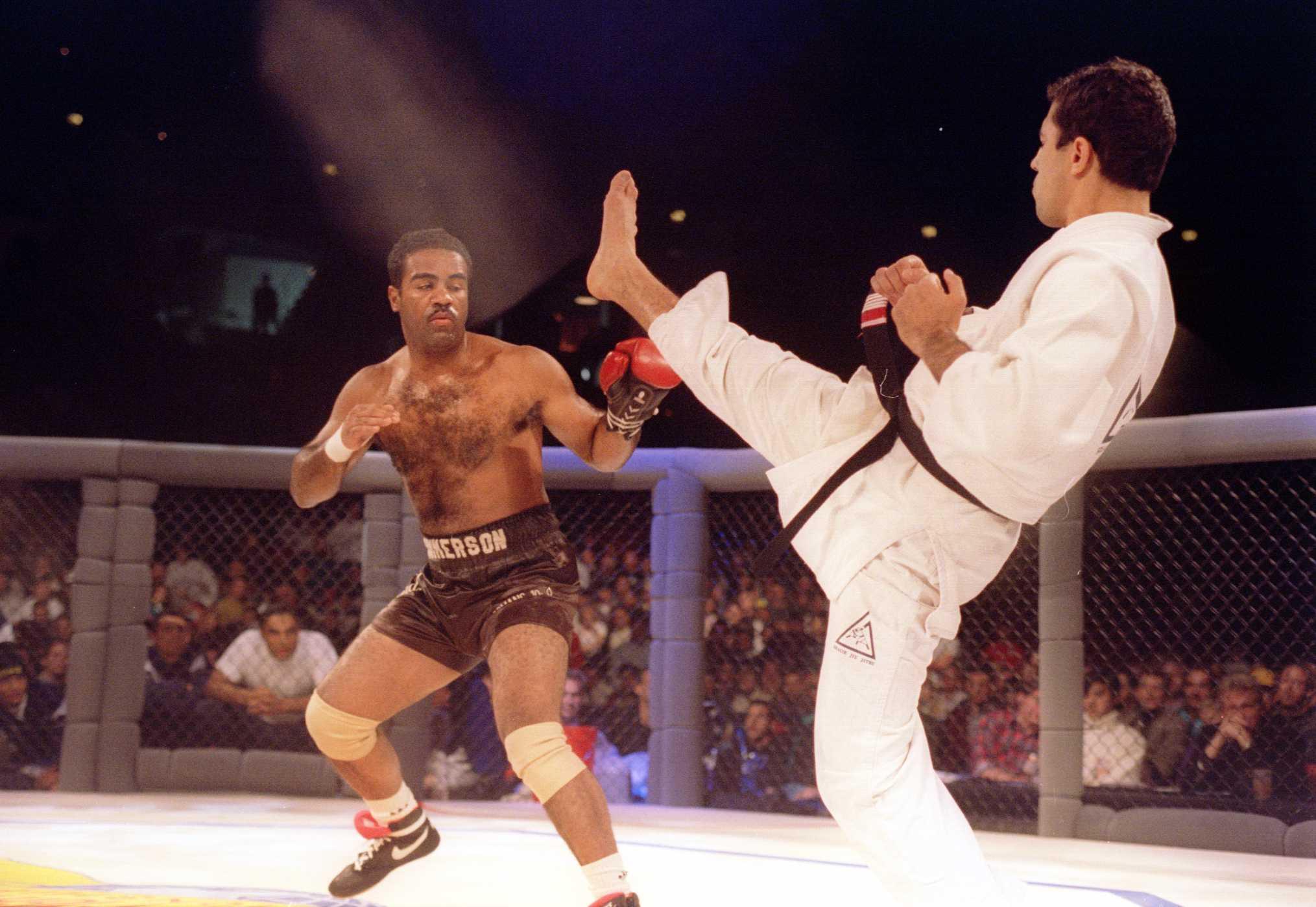 През 1993 организацията UFC провежда първото си състезание. И въпреки че дните на панкратиона отдавна са отминали, правилата, по които се бият участниците са доста сходни. В състезанието не са определени различни категории, няма рундове, нито съдии, а единствените правила били тези от времето на Древна Гърция – без хапане и бъркане в очите, в противен случай участниците трябвало да платят 1500 долара глоба.