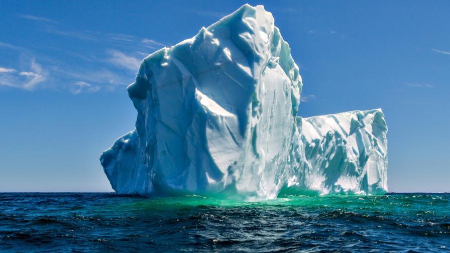 <p>Айсберг, по-голям от Ню Йорк, е на път да се отцепи от ледника Бранд</p>