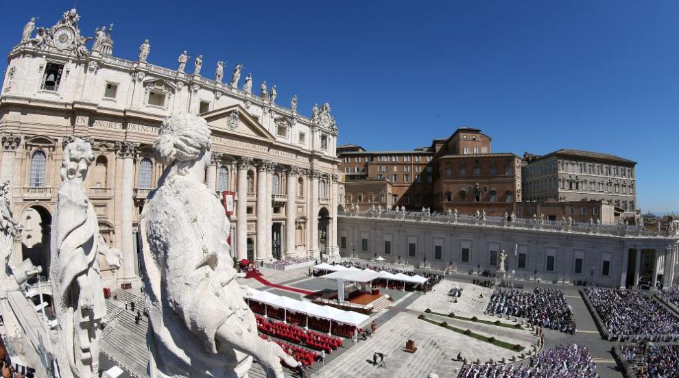 """Най-влиятелната жена във Ватикана подаде оставка след опит за """"пряк..."""