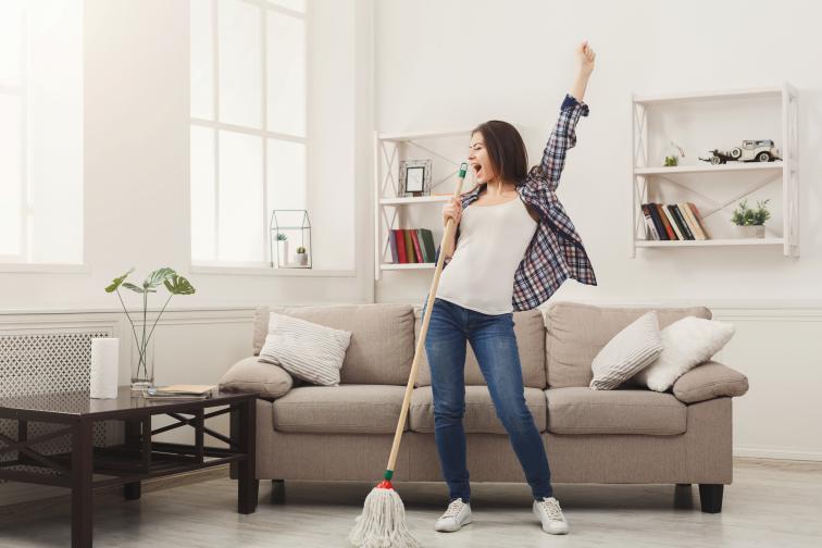 Важно правило: отделете на всяка зона не повече от 15 минути. Трябва да работите с таймер. Идеята на Flylady е, да не се тормозим, а да имаме чист и спертнат дом по всяко време, но без да отделяме твърде много време.