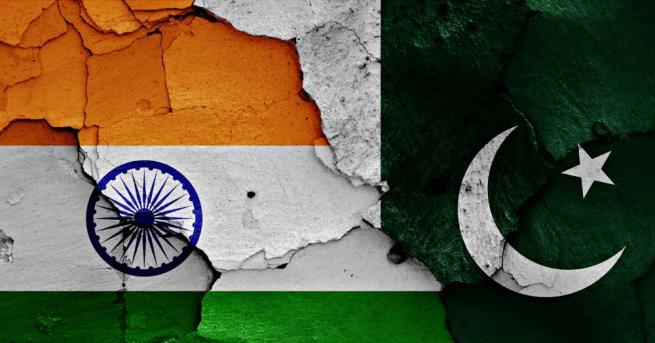 Пакистан заяви, че е нанесъл въздушни удари в индийската част