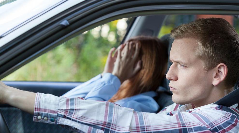 10 женски реплики в колата, които вбесяват мъжете (ВИДЕО)
