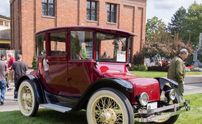 """Detroit Electric 60/98S от 1916 г. - мотото на колата е """"Бъдещето е електрическо""""."""