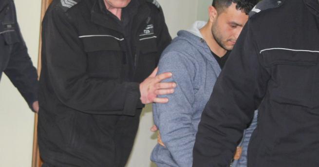 Адвокатът на убиеца на таксиметровия шофьор от Разград изтъкна младост