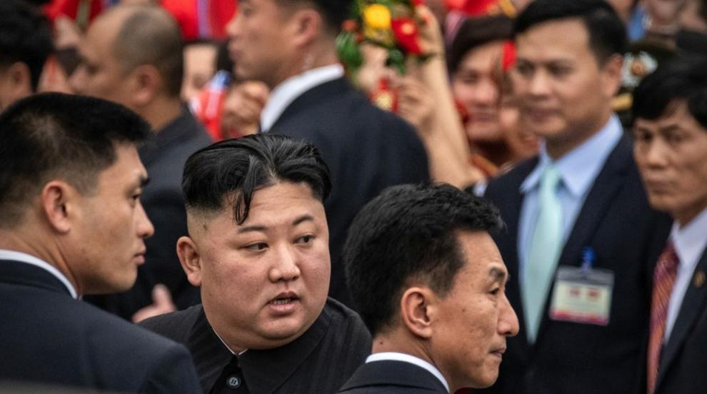 Посрещнаха Ким Чен-ун в погранично руско селище с цветя, хляб и сол