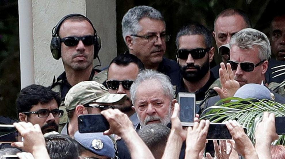 Пуснаха от затвора Лула да Силва за погребението на негов внук