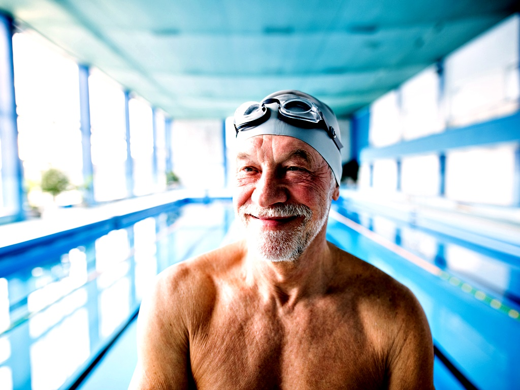 Плуване<br /> Плуването отдавна е известно като перфектния спорт за поддържане на добра форма. Водата ни помага да издържаме теглото си и същевременно ни тренира, оказвайки натиск върху цялото ни тяло. Плуването включва повече мускулни групи от другите спортове и се грижи за гръбначния стълб и дихателните ни пътища. То е подходящо за хора на всякаква възраст и в различна физическа форма.