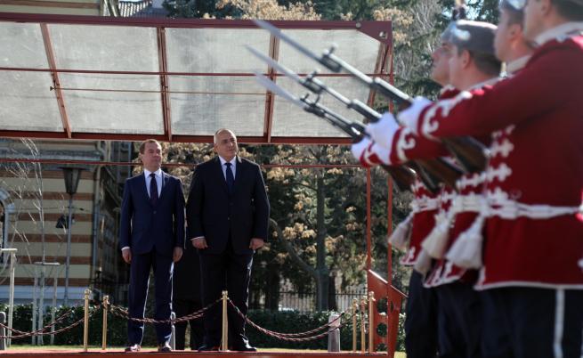 Бойко Борисов посрещна Дмитрий Медведев с държавни почести