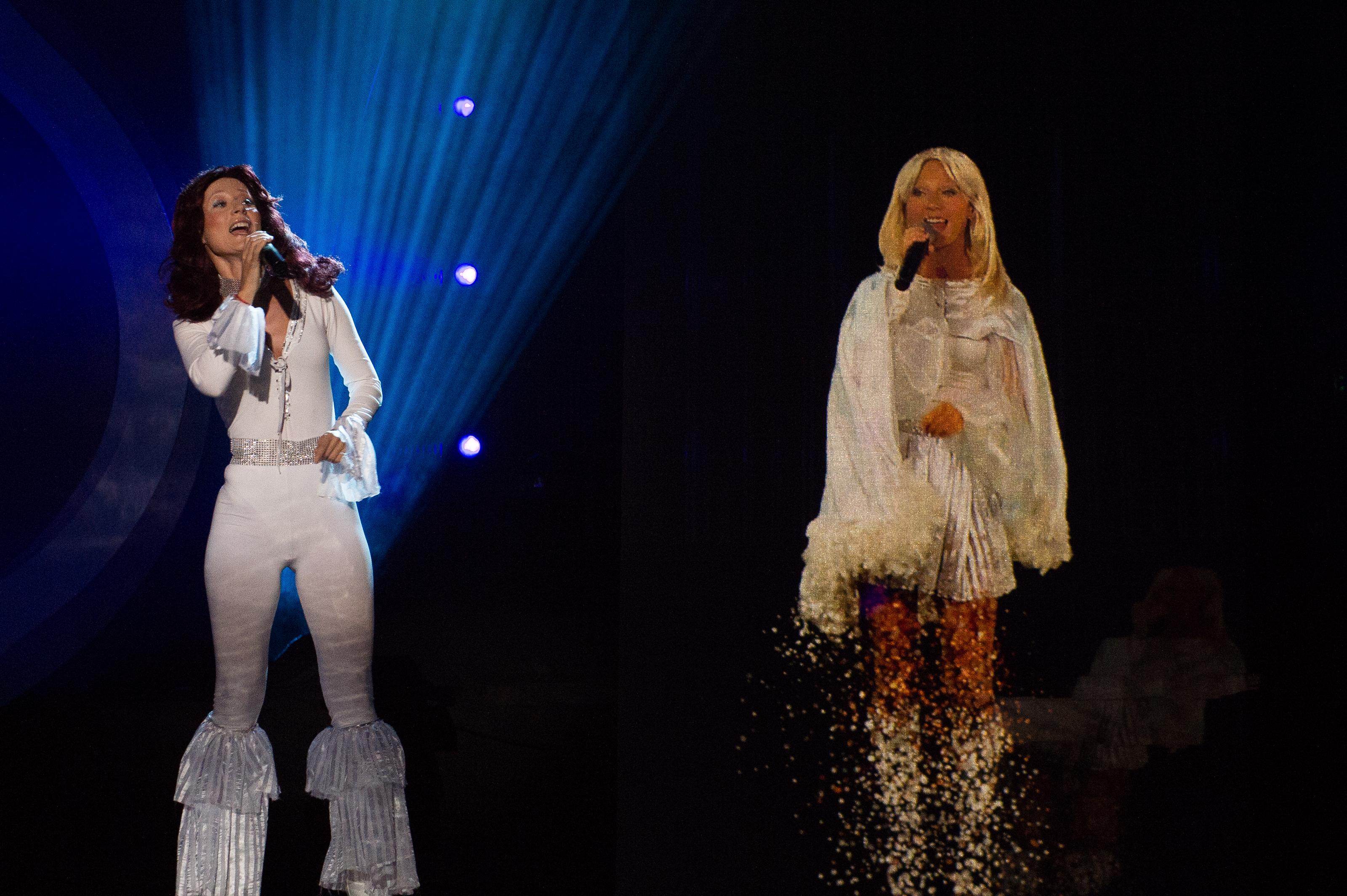 Деси Добрева представи Агнета и Ани Фрин от ABBA