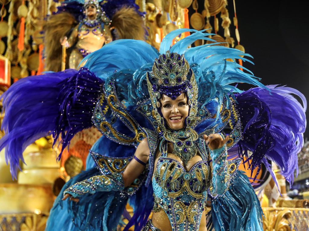 Карнавалът в Рио де Жанейро – едно от най-зрелищните събития в света, започна с пищни и цветни улични шествия, изпълнени с танци, блясък и много забава