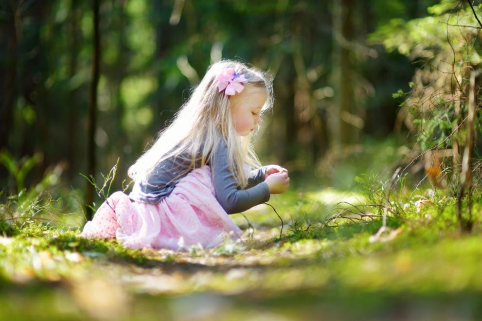 времето дете поляна цветя