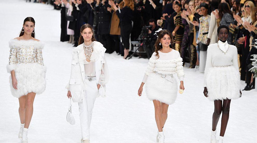 Chanel представи последната колекция на Карл Лагерфелд...