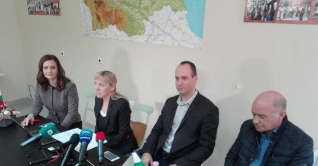 Снимка: Елена Йончева в Хасково: Към управляващите се присъедини и ДПС