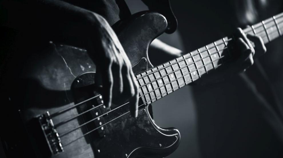 """Почина първият бас китарист на """"Куин"""" Майк Гроуз"""