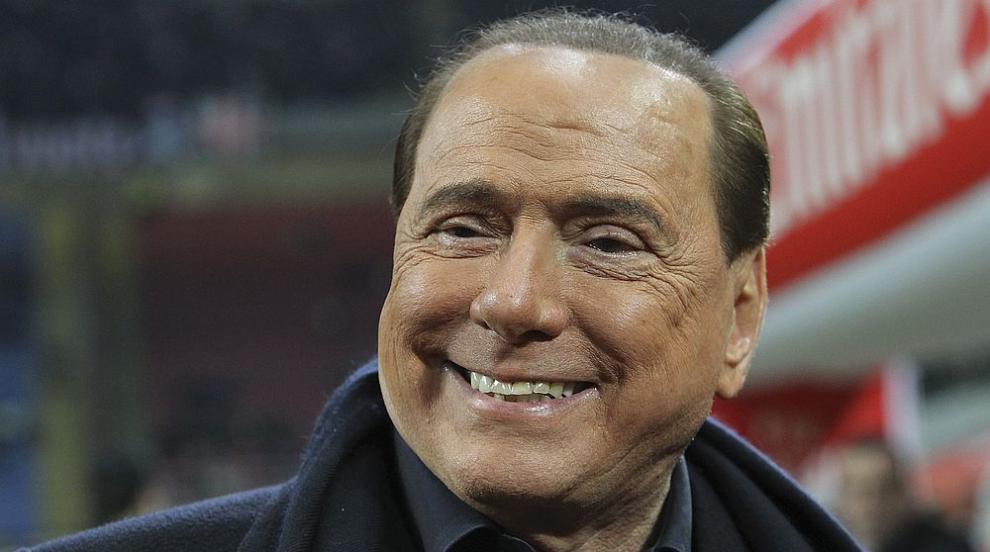 Берлускони демонстрира връзката си с новото гадже (СНИМКИ)