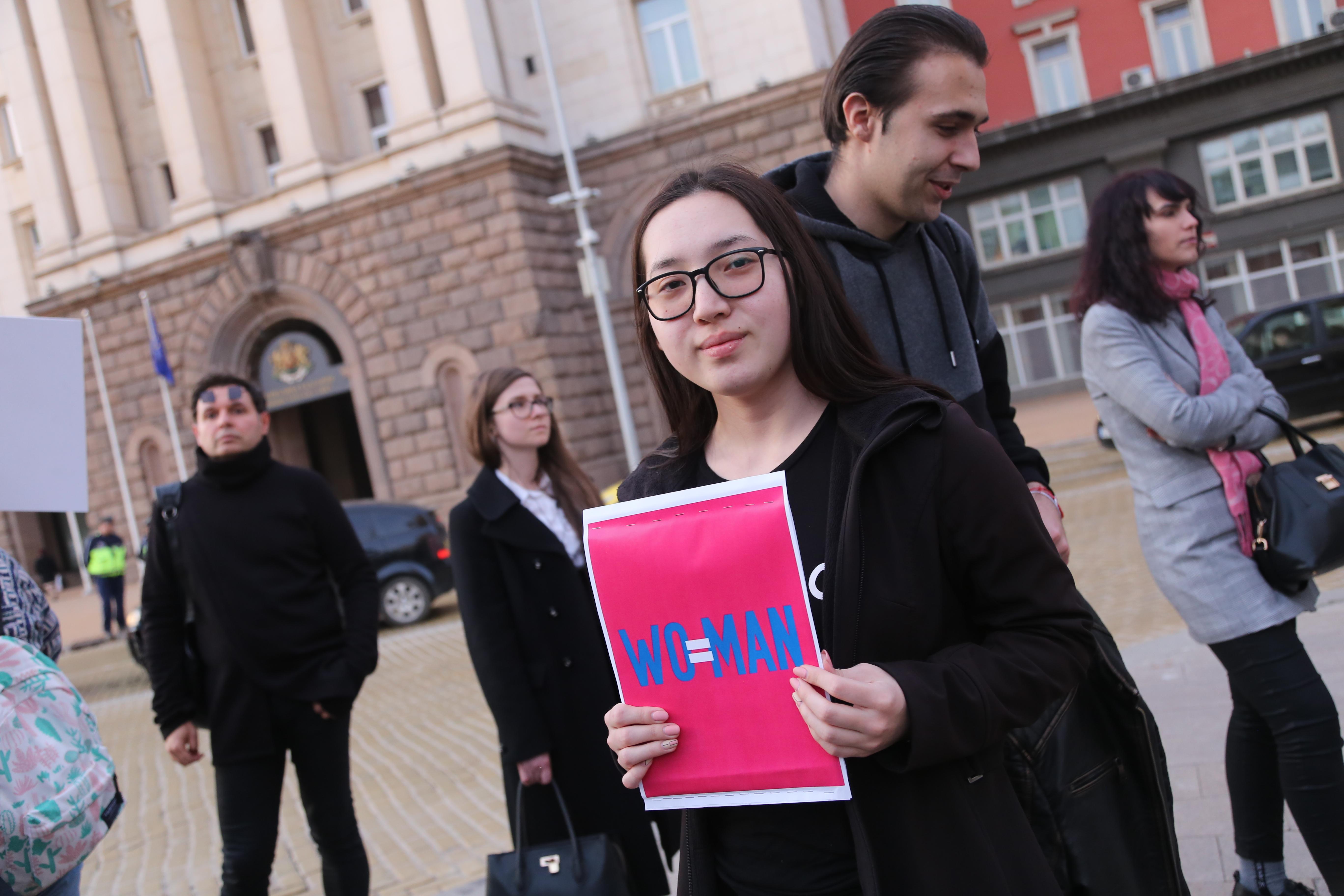 В понеделник жени-жертви на насилие ще внесат предложенията си за промени в Наказателния кодекс в Министерския съвет