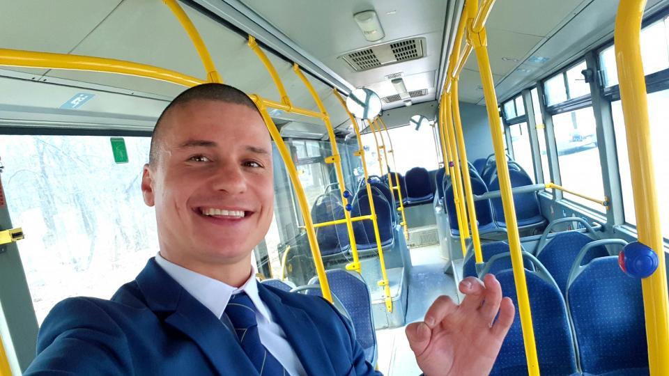 Вдъхновяващата история на шофьора, който усмихва цяла София