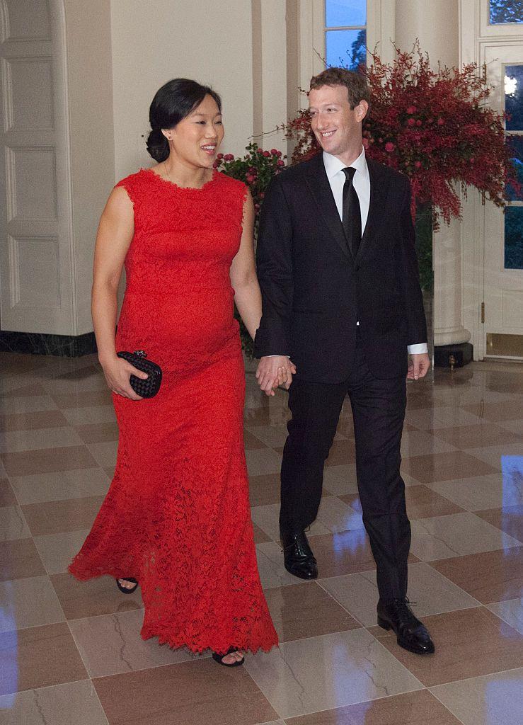 Двамата се женят на 19 май 2012 г. със скромна церемония в дома им. Имат две дъщери.