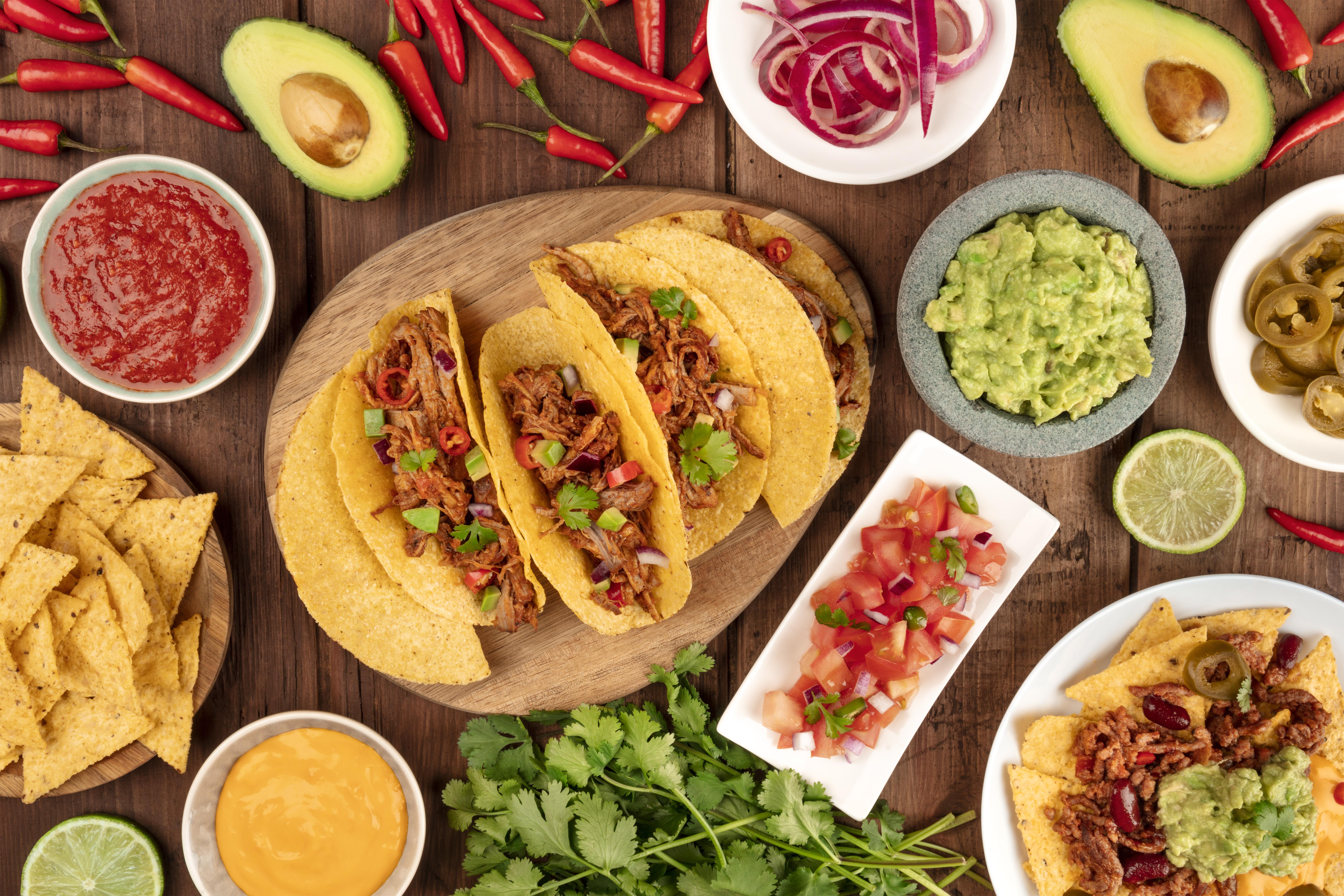 9.Мексико<br /> <br /> Мексиканската кухня става все по-популярна в последните години и вече целият свят знае какво са такоси или бурито. Мексиканците, както и повечето латиноамериканци, са почитатели на боба и успяват да го съчетаят в изненадващи комбинации, включително и с шоколад.